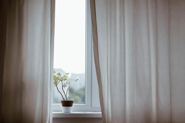 BOB体育APP官网紫名都装饰分享经验:如何选购客厅窗帘!